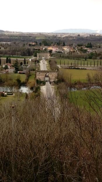 מבט מהמצודה בבורגטו