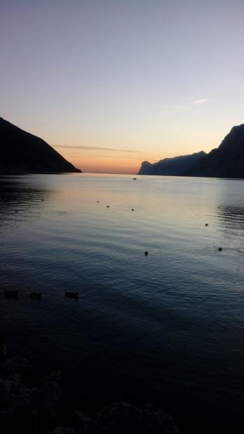 שקיעה על האגם
