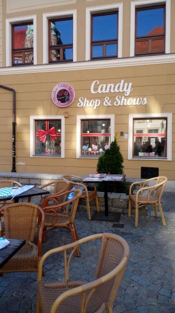 חנות הסוכריות מבחוץ